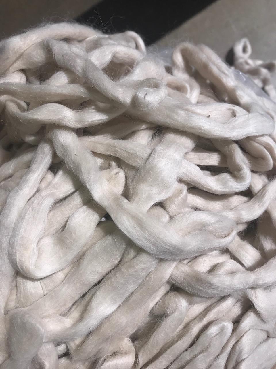 Suri Rovings – White